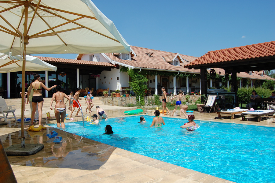 relaxing atmosphere for children and adults at the Country Club